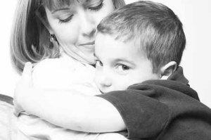La sobre protección asfixia las capacidades del infante