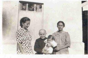 Bisabuela, abuela, madre y nieta.