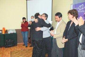 felicitación_entrega_diplomas_reconocimiento_realización_éxito_logro