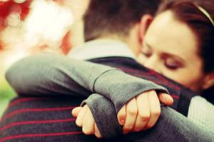 pareja-abrazada