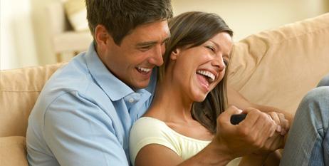 pareja cómoda_feliz_en armonía